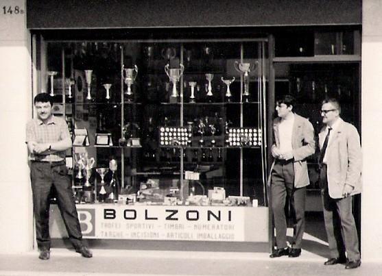 Lino Bolzoni, Mauro Bolzoni, Settimio Bolzoni e Roberto Bolzoni (mio padre) ad immortalare il momento. P.sso Bolzoni s.n.c.