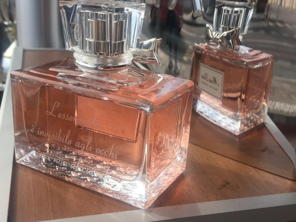 Dedica su boccetta di profumo Chanel